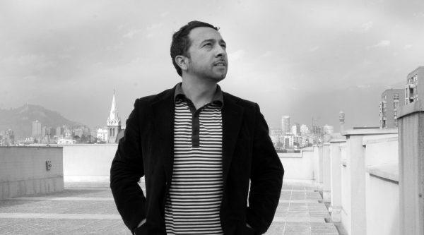 Raúl Hernández, poeta y bibliotecario: «Me interesa despercudir el oficio»