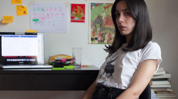 """La escritura de Constanza Gutiérrez: """"El personaje que no ve bien la realidad siempre sirve para hacer chistes"""""""