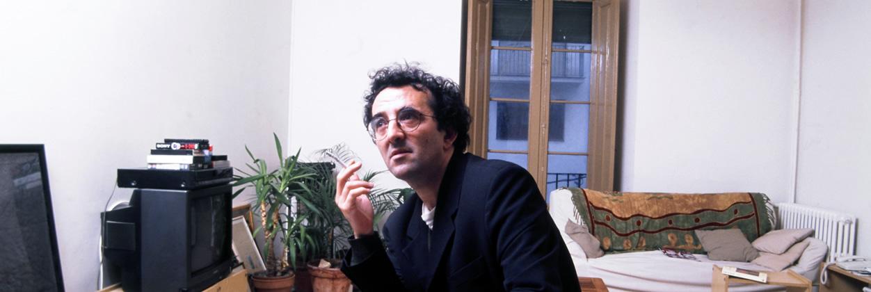 Lee un extracto de A la intemperie, la obra de no-ficción de Roberto Bolaño