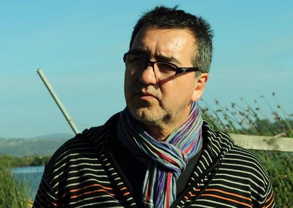 Marcelo Mellado: «Este es un país brutalmente mediocre, maricón y conchesumadre»
